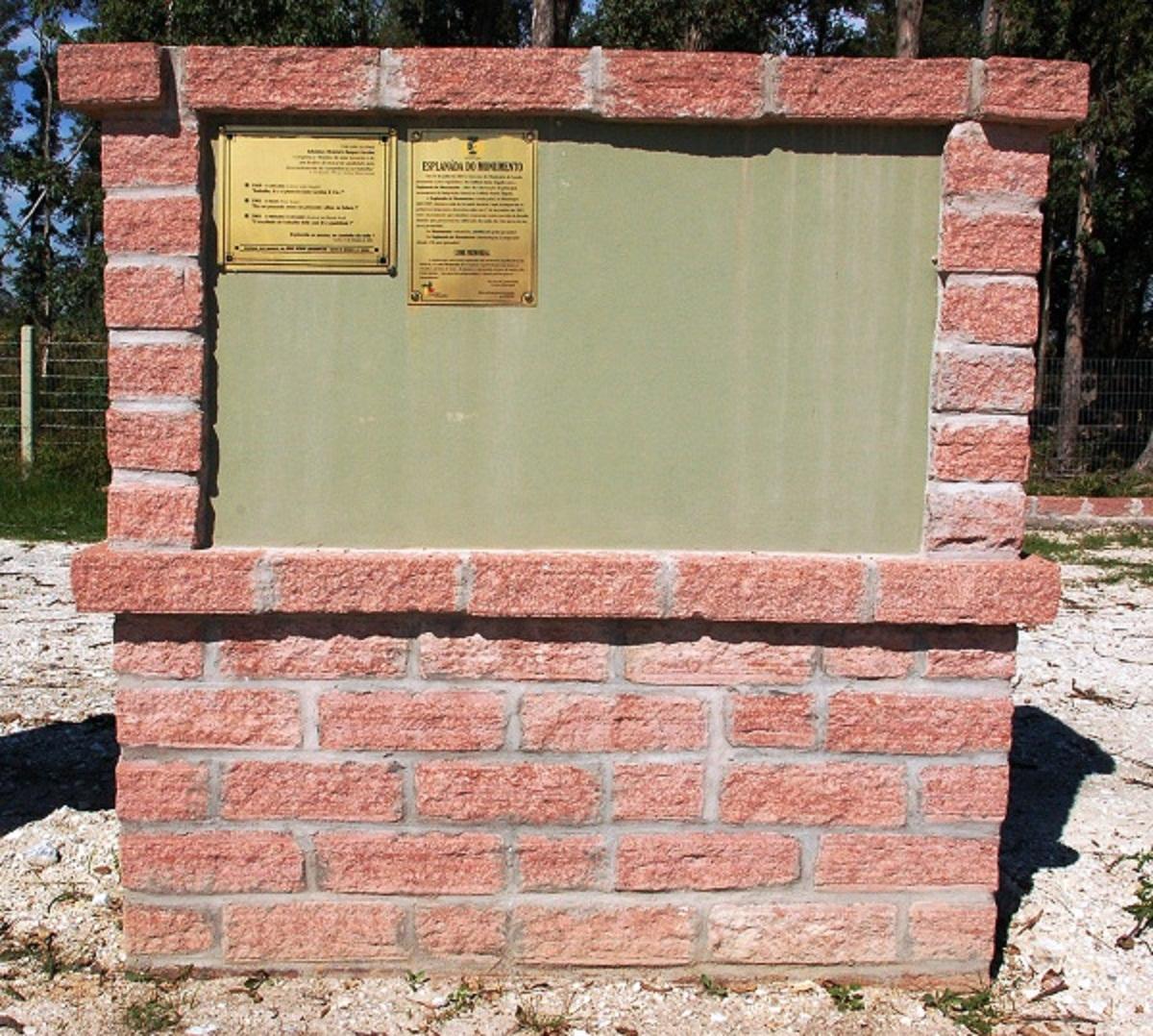Agudo 025 1200pix Monumento c placas no Cerro Chato