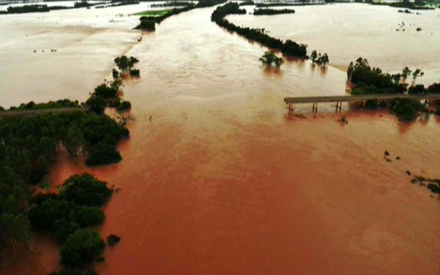 Agudo 027 1200pix rio Jacui ponte caida  Foto Erni Produções